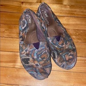 TOMS Size 10 Peacock Print